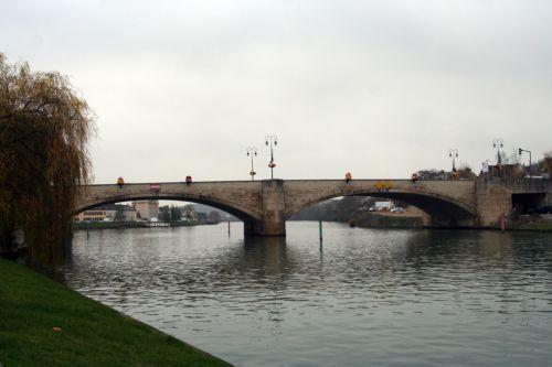 seine pont amont montereau 26 nov 023.jpg